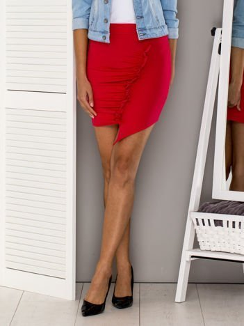 Różowa asymetryczna spódnica z falbaną