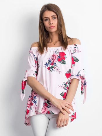 Różowa bluzka hiszpanka w kwiatowe wzory