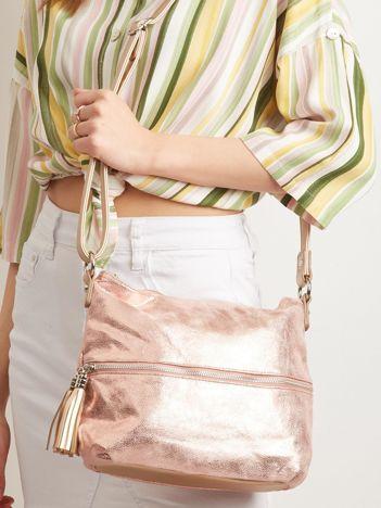 Różowa błyszcząca torebka