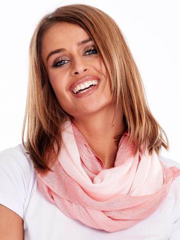 Różowa chusta z błyszczącą nicią
