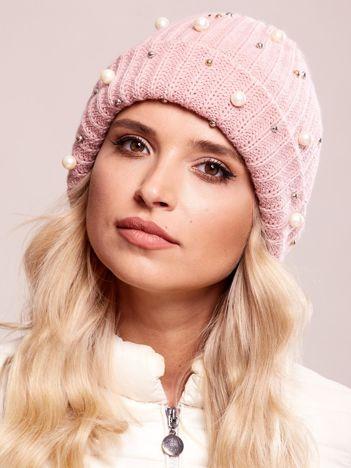 Różowa czapka z aplikacją