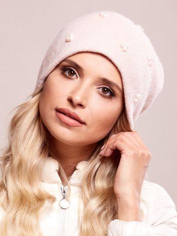 Różowa czapka z perełkami