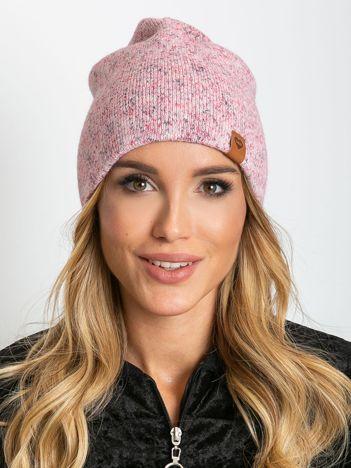 Różowa czapka z wełną