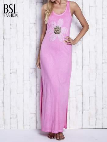 Różowa dekatyzowana sukienka maxi z cekinowym kwiatem