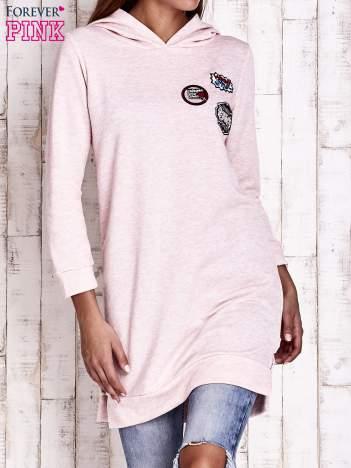 Różowa dresowa sukienka bluza z naszywkami
