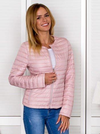 Różowa kurtka przejściowa z pikowaniem