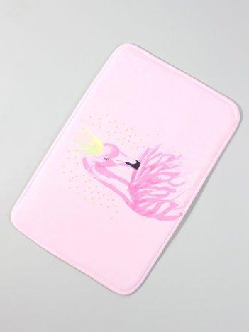 Różowa mata podłogowa z flamingiem