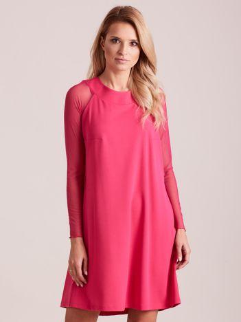 Różowa sukienka o luźnym kroju