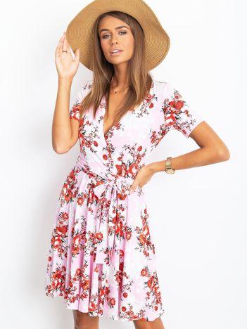 Różowa sukienka w kwiaty