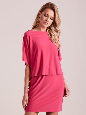 Różowa sukienka z dekoltem na plecach