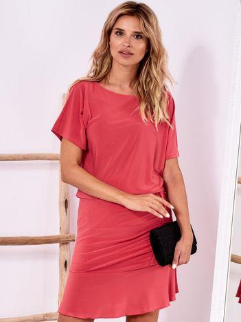 Różowa sukienka z drapowaniem i wycięciem łezką z tyłu