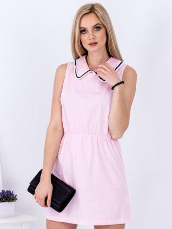 Różowa sukienka z kołnierzykiem