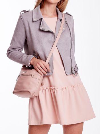 Różowa torba listonoszka z kieszeniami