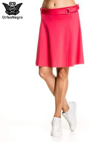 Różowa trapezowa spódnica z paskiem z klamrą