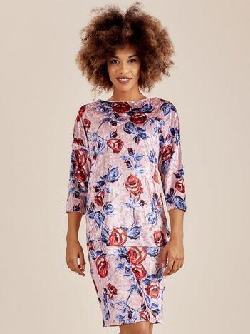 Różowa welurowa sukienka w kwiaty