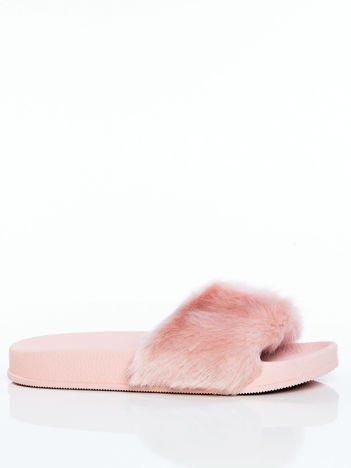 Różowe futrzane klapki