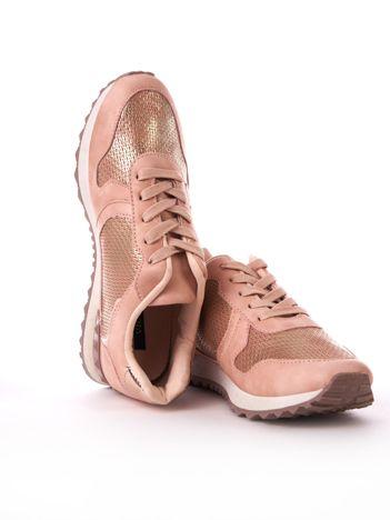 Różowe metaliczne buty sportowe z lustrzaną wstawką na tyle chlewki