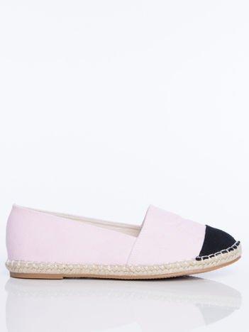 Różowe płócienne espadryle z tłoczoną literką na cholewce i czarną wstawką  na przodzie buta