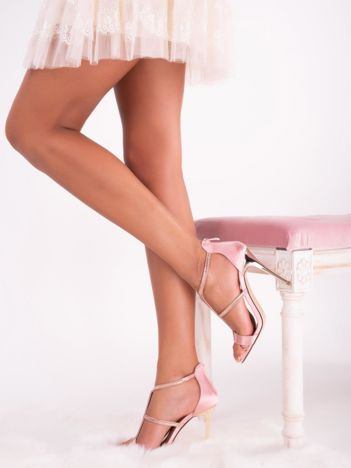 Różowe sandały z mieniącej satyny, z biżuteryjnymi wstawkami