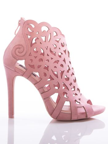 Różowe sandały z ozdobną ażurowa cholewką na szpilkach