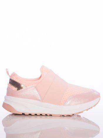 Różowe wsuwane buty sportowe Rue Paris z ażurową cholewką i opalizującymi wstawkami