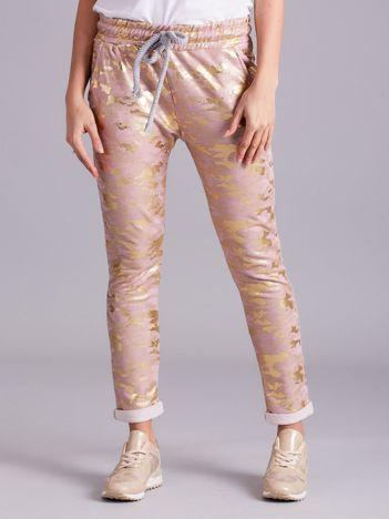 Różowe wzorzyste spodnie dresowe