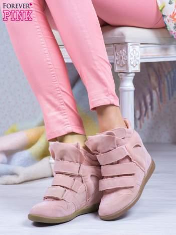 Różowe zamszowe sneakersy na rzepy Tris