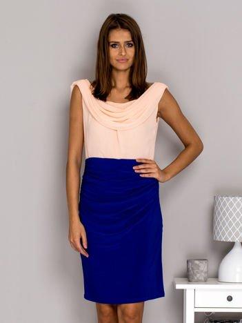 Różowo-niebieska sukienka koktajlowa z drapowanym dekoltem PLUS SIZE