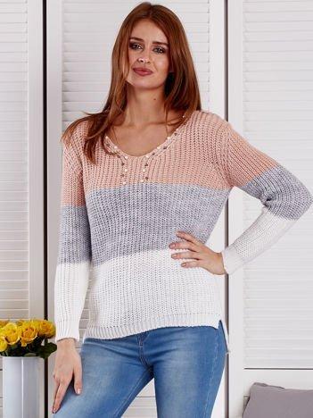 Różowo-szary sweter z perełkami