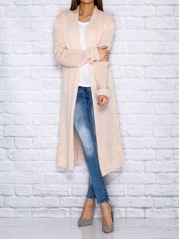 Różowy długi wełniany sweter