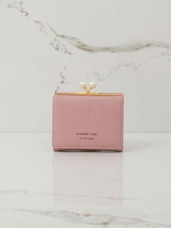 Różowy portfel na bigiel