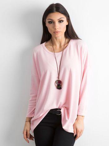 Różowy sweter oversize