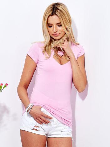 Różowy t-shirt z wycięciem sercem