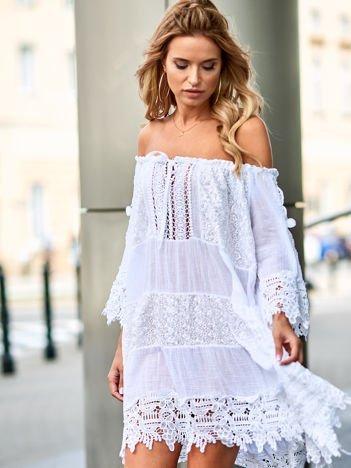 SCANDEZZA Biała koronkowa sukienka hiszpanka z wiązaniem