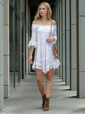 SCANDEZZA Biała koronkowa sukienka z hiszpańskim dekoltem