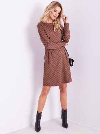 SCANDEZZA Brązowa sukienka ze wzorem