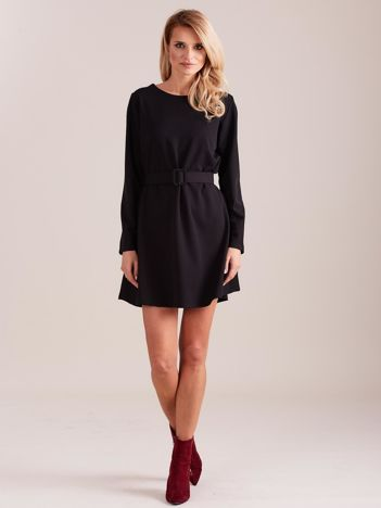 SCANDEZZA Czarna sukienka z paskiem