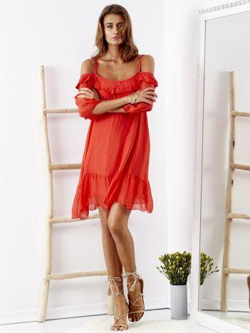 SCANDEZZA Czerwona sukienka z wycięciami na ramionach