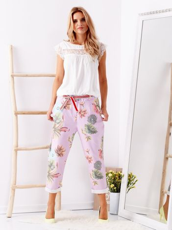 SCANDEZZA Fioletowe spodnie w kwiaty