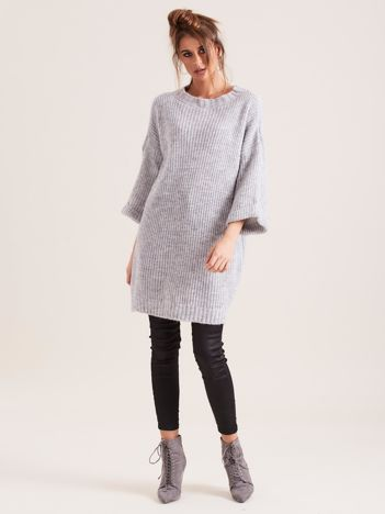 SCANDEZZA Jasnoszary długi sweter z dzianiny