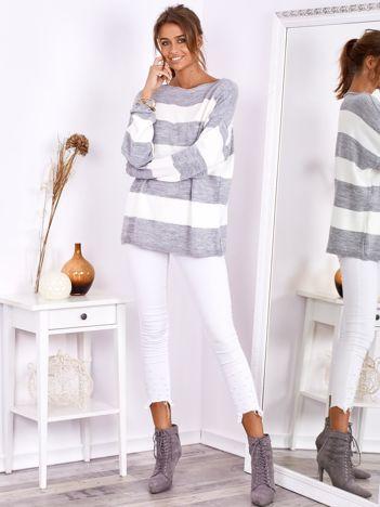 SCANDEZZA Szaro-ecru sweter oversize w pasy