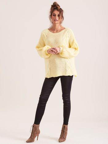 SCANDEZZA Żółty sweter z warkoczami