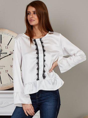 Satynowa bluzka z ozdobną koronką biała