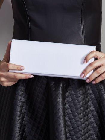 Satynowa gładka kopertówka z lusterkiem biała