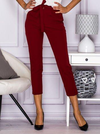 Spodnie cygaretki z kopertowym tyłem bordowe