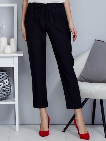 Spodnie czarne lejące z paskiem