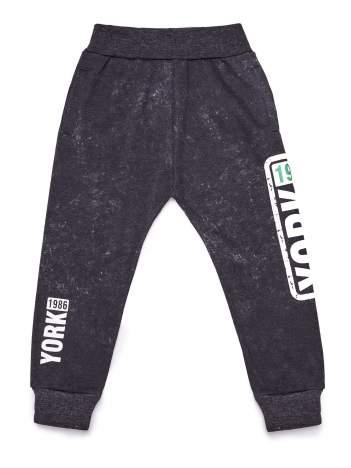 Spodnie dresowe chłopięce czarne z napisem YORK 1986