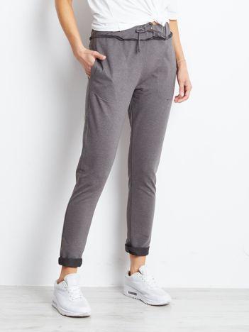 Spodnie dresowe ciemnoszare z surowym wykończeniem