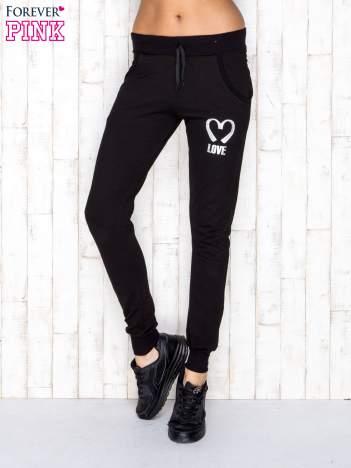 Spodnie dresowe czarne z napisem LOVE