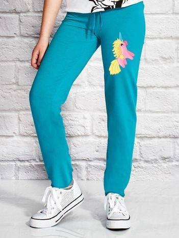 Spodnie dresowe dla dziewczynki z nadrukiem jednorożca zielone